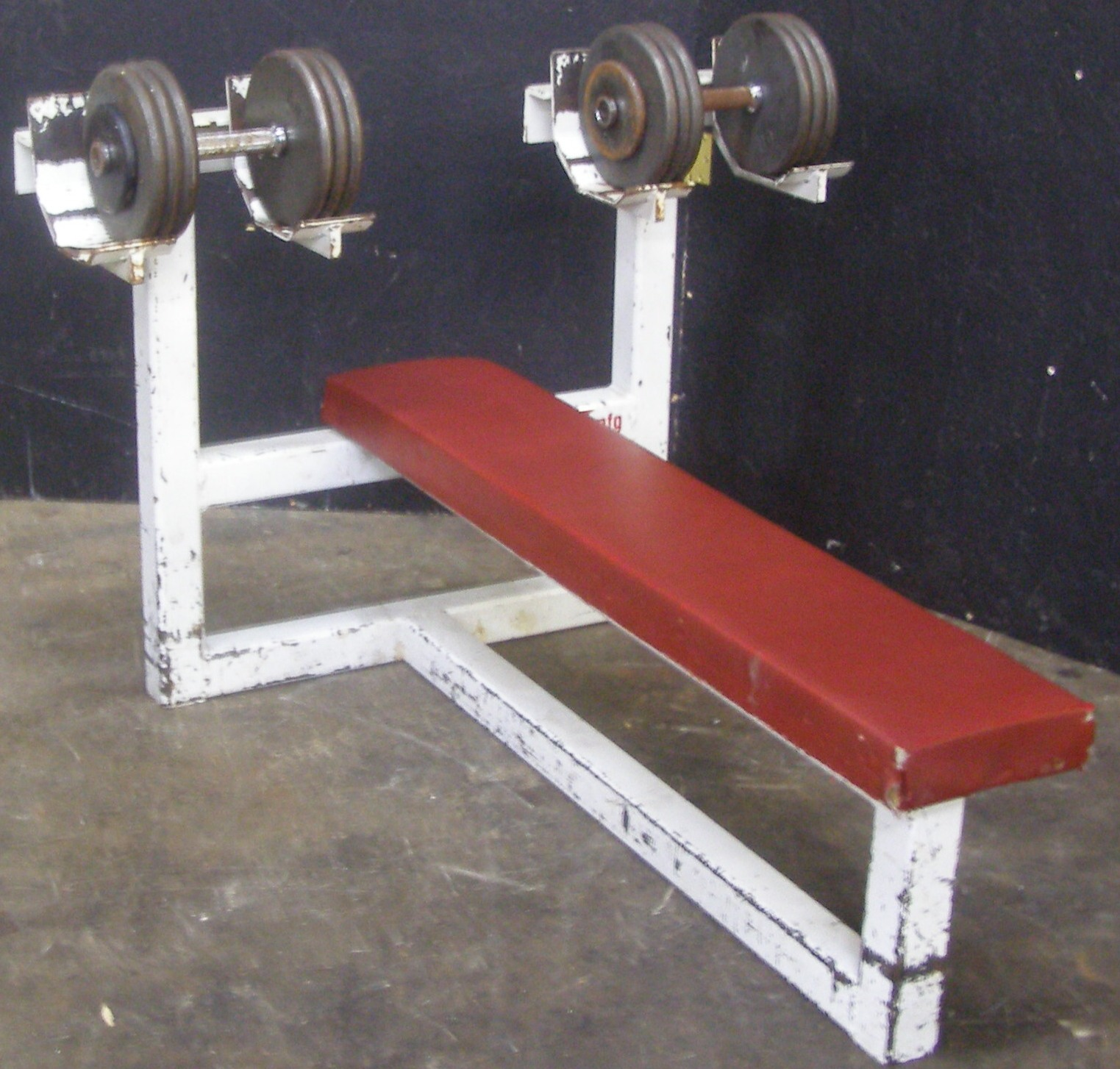 Single Arm Dumbell Bench Press: Benches